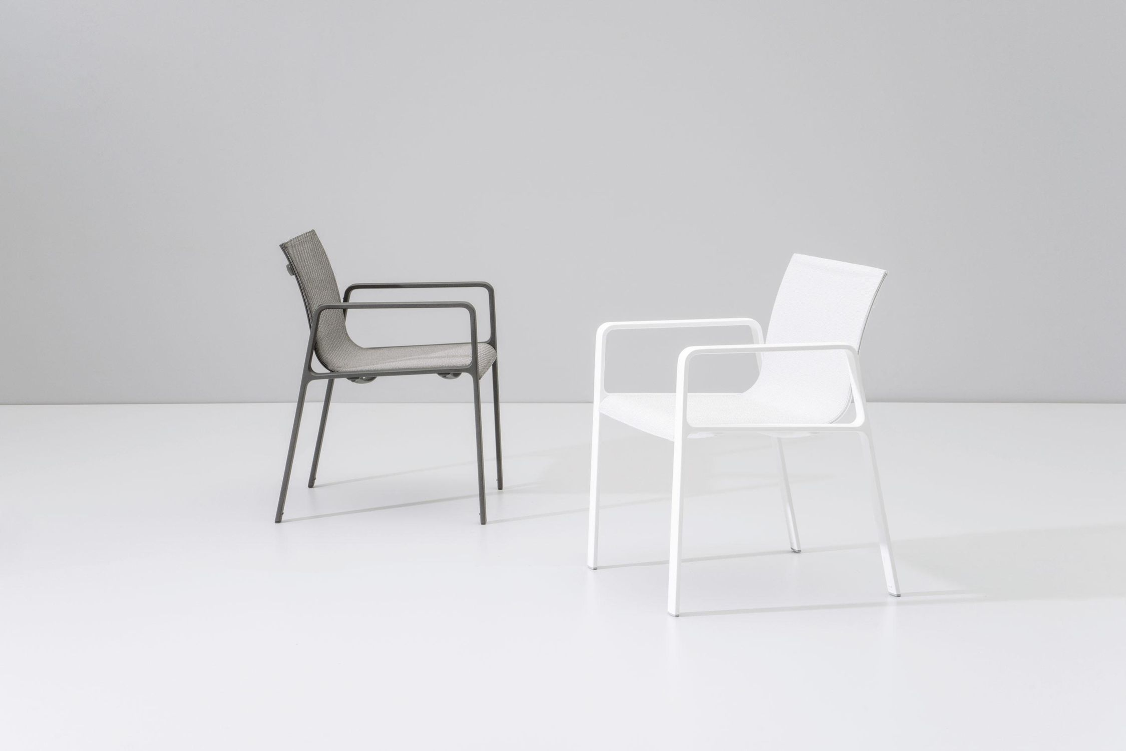 Contemporary chair / stackable / with armrests / aluminum